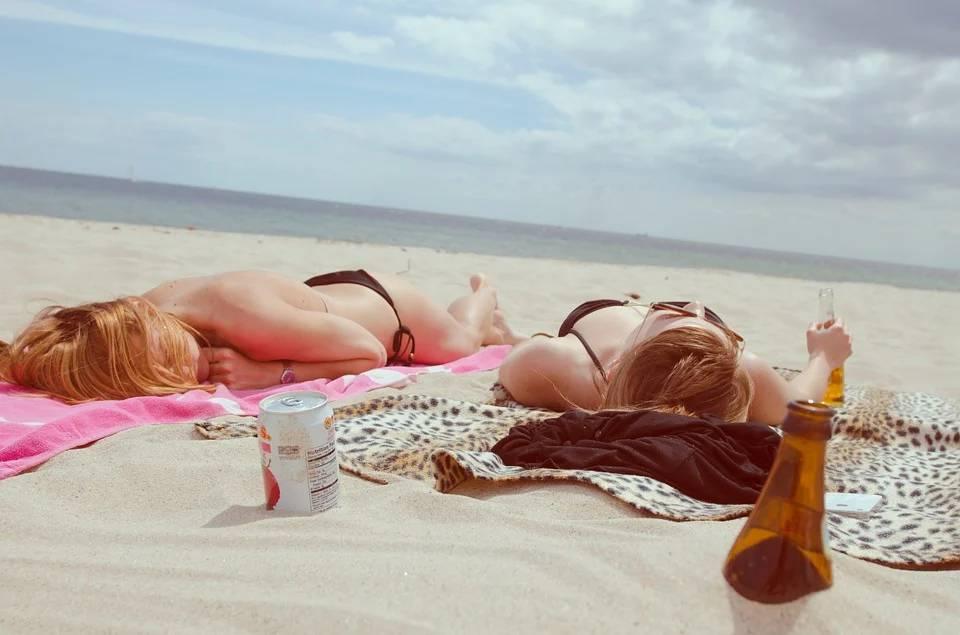 beach femdom